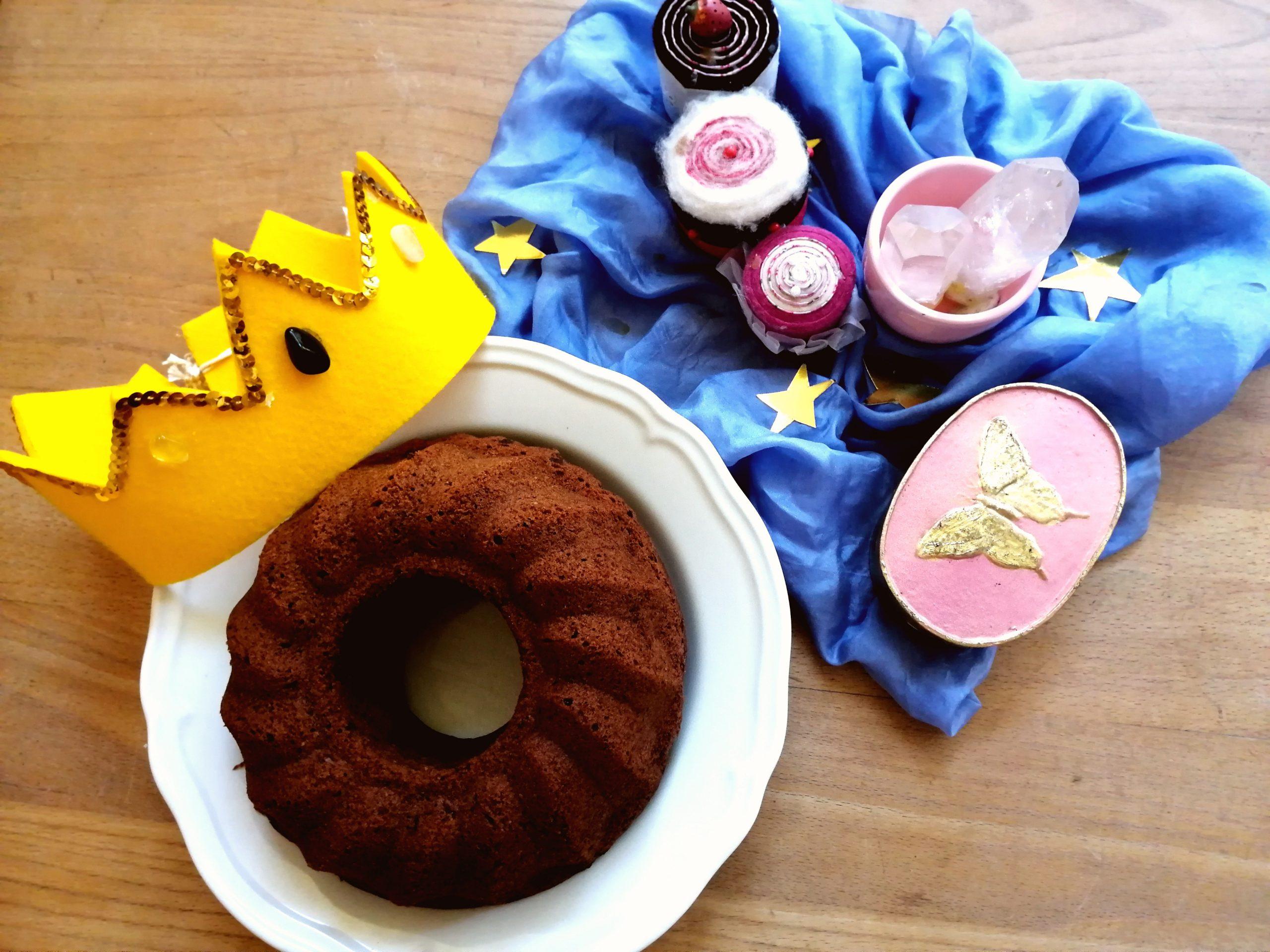 Waldorfkindergarten Ismaning Impressionen Geburtstagkuchen mit Krone für das Geburtstagskind